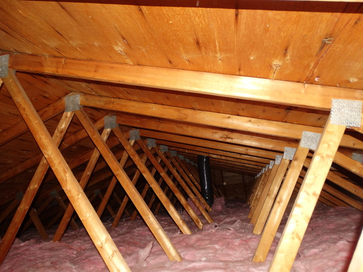 Montreal's Home Inspector inspects an Attic